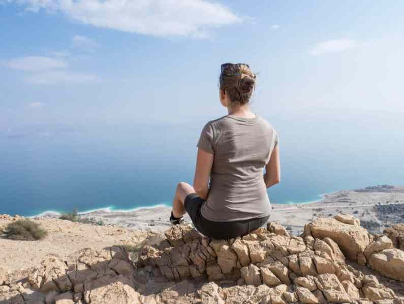 Carola looking at the Dead Sea from Ein Gedi Nature Reserve, Israel (2017-01-04)