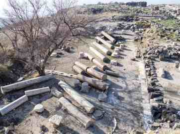 Felled pillars at the church, Sussita Hippos, Sea of Galilee, Israel (2017-01-18)