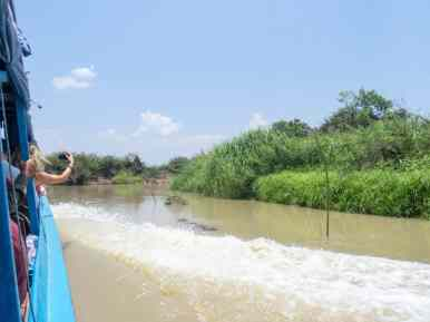 The river becomes very shallow, Boat from Siem Reap to Battambang, Cambodia (2017-04-22)