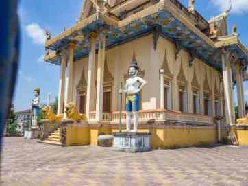 Guards outside Battambang temple, Cambodia (2017-04-23)