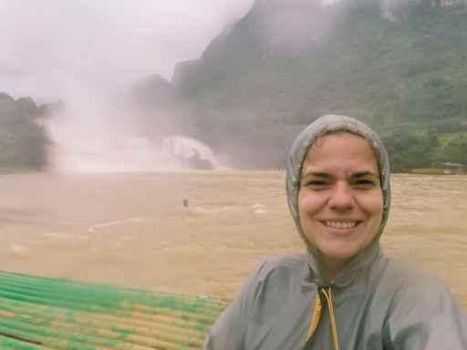 Carola at rainy Ban Gioc waterfall, Cao Bang, Vietnam (2017-07)