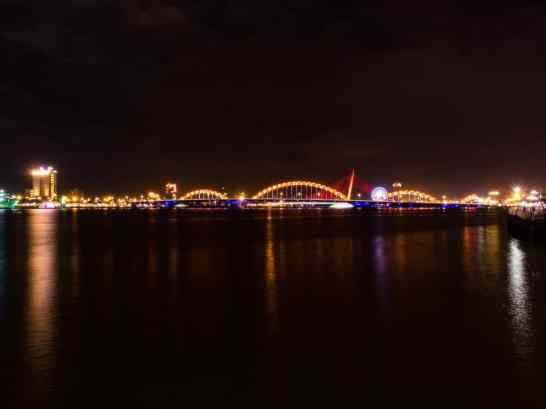 Night by the river, Da Nang, Vietnam (2017-06)