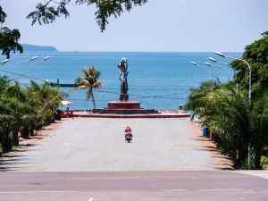 Toward the sea, Kep, Cambodia (2017-04)