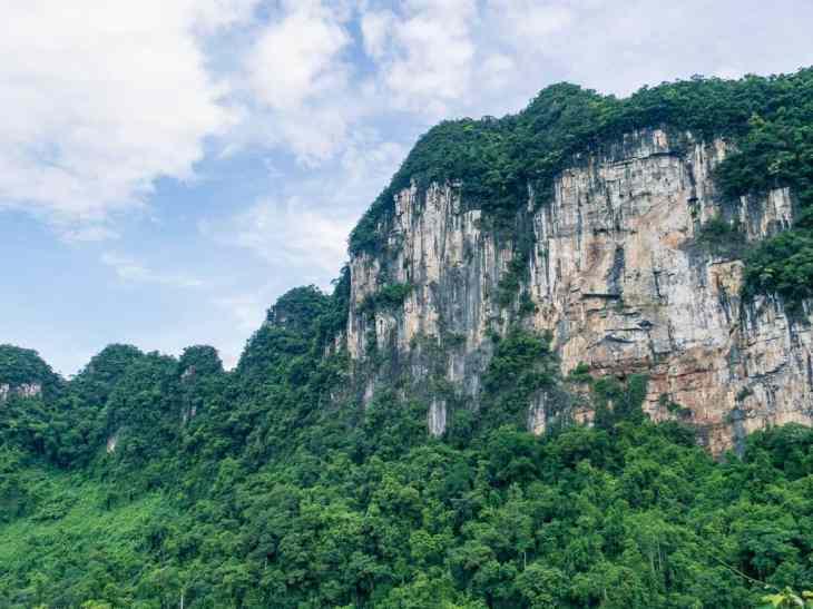 Limestone montains in Phong Nha-Ke Bang National Park, Vietnam (2017-06)