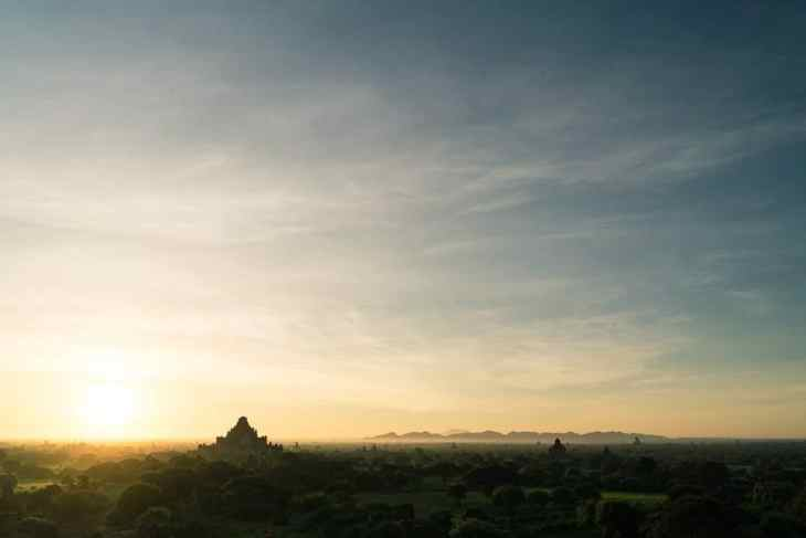 Sunrise from Shwesandaw Pagoda, Bagan, Myanmar (2017-09)