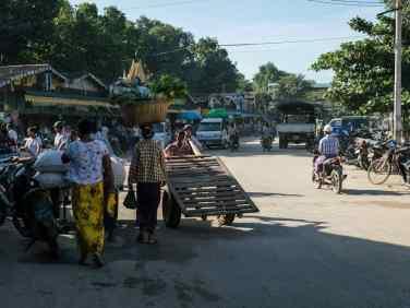 Street outside Nyaung-U market, Bagan, Myanmar (2017-09)