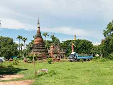 Stupas near Lay Htat Gyi, Inwa, Mandalay, Myanmar (2017-09)