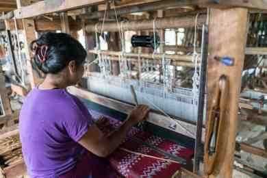 Inle Lake boat tour: Silk longyi weaving, Myanmar (2017-10)