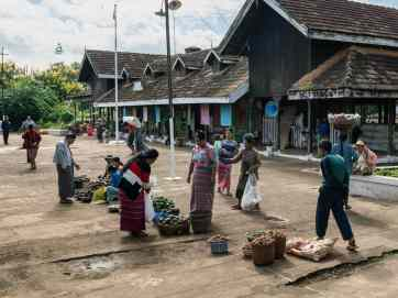 Myanmar train travels: Market at the train stations on the slow train Shwenyaung (Inle Lake) to Thazi, Myanmar (2017-10)