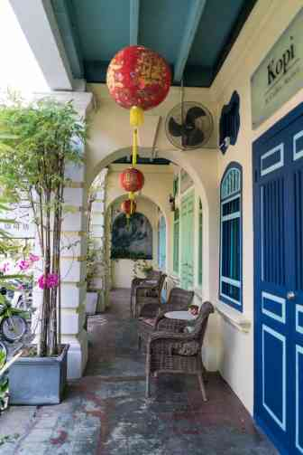 Collonaded sidewalk - George Town, Penang, Malaysia - 20171217-DSC02877