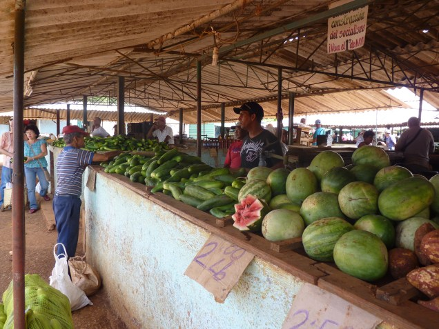 Cuban life - local market