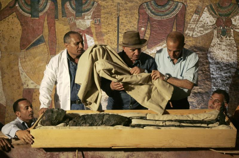 Egypt's antiquities chief Zahi Hawass (C
