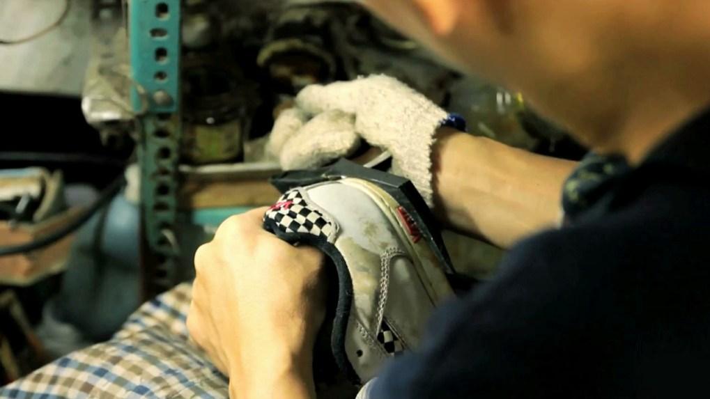 利師傅手工切割鞋底形狀