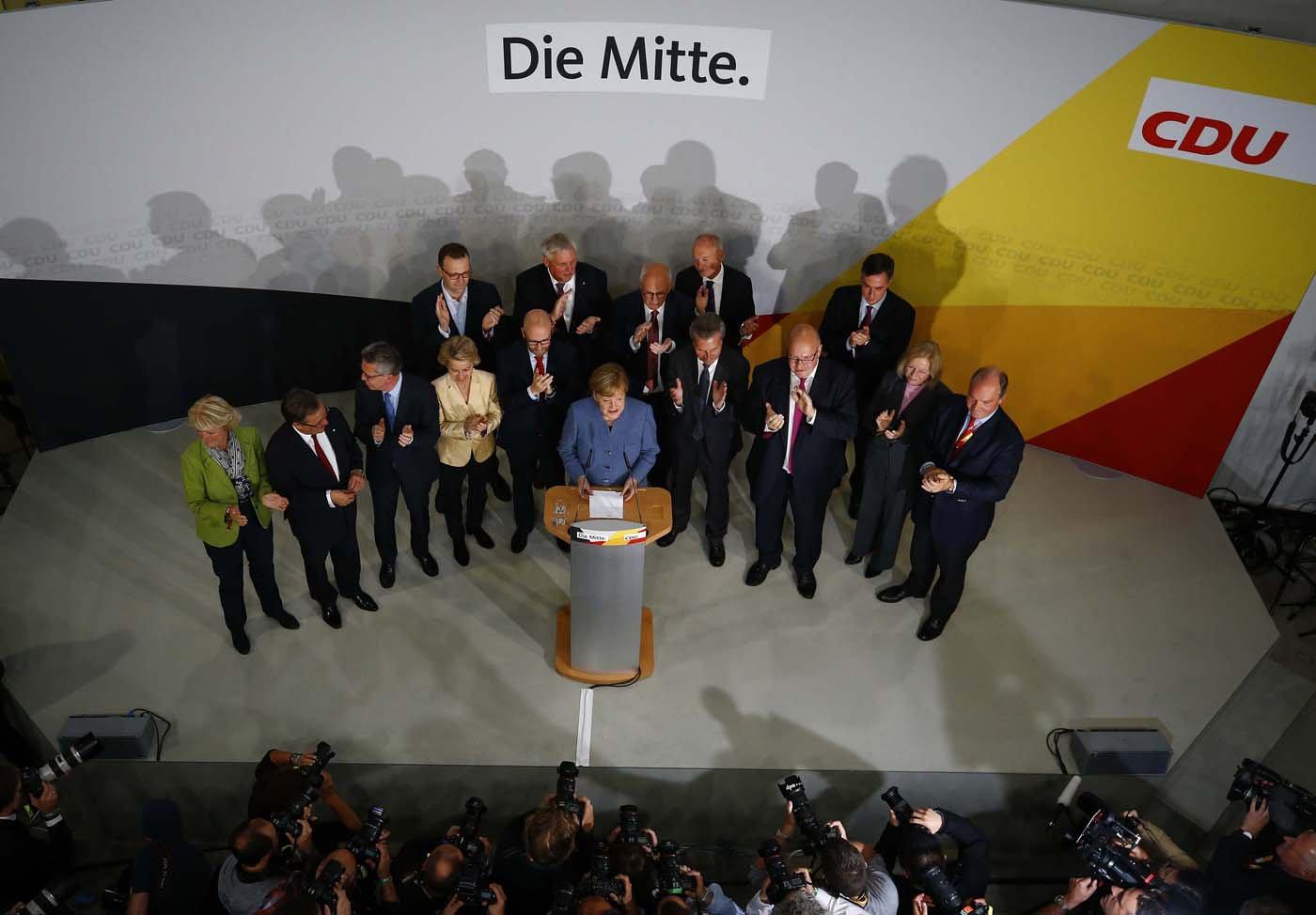 Triunfo de Merkel en elecciones alemanas, ensombrecido por auge de la ultraderecha