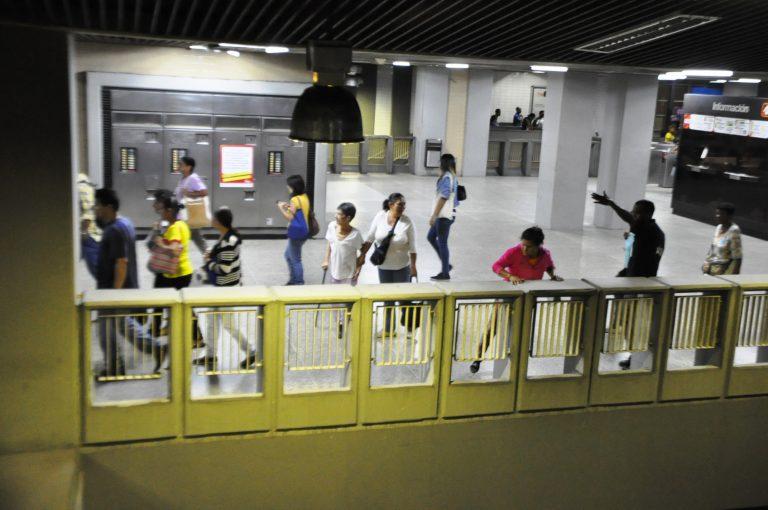 Motta Domínguez atribuye fallas en el Metro a lacrimógena lanzada en Capuchinos