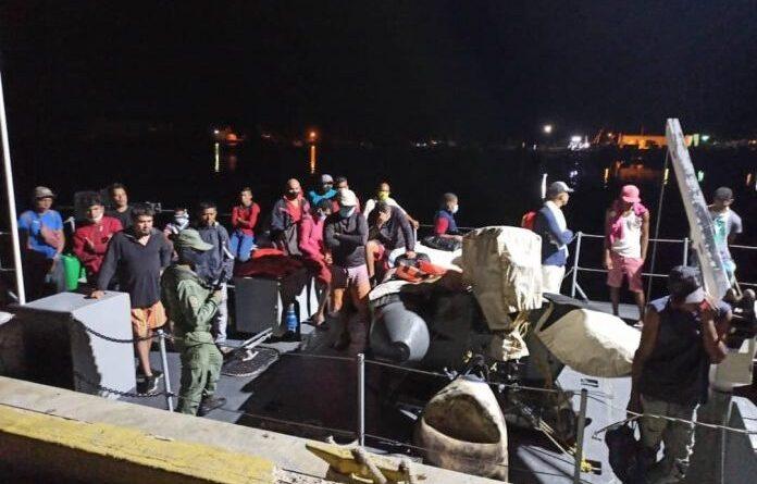 Uno de los botes interceptados con venezolanos que trataban de huir del régimen y la situación del país. Foto @zodimainat