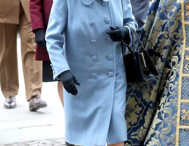 Alarma en la familia real británica: un guardaespaldas de Isabel II tiene coronavirus
