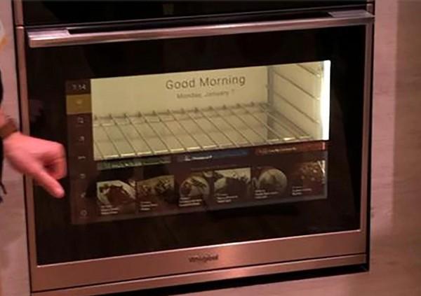 CES 2019: El horno con realidad aumentada que enseña a cocinar
