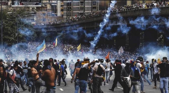 Venezuela: barriadas «chavistas» se unen a las protestas contra Maduro