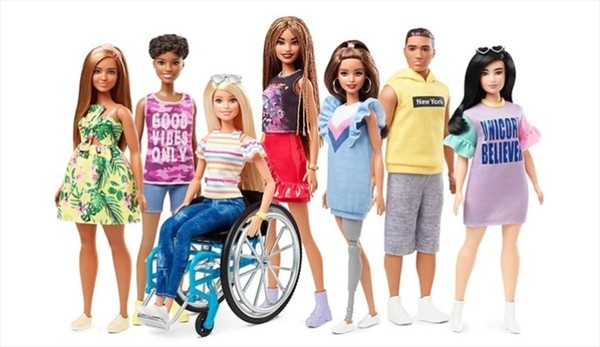 Barbie amplía su familia con muñecas en silla de ruedas, prótesis o tamaños diferentes