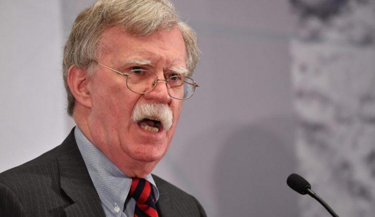 Bolton: Pompeo hablará con su par ruso sobre Venezuela