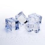 5 increíbles beneficios de usar cubos de hielo en el rostro