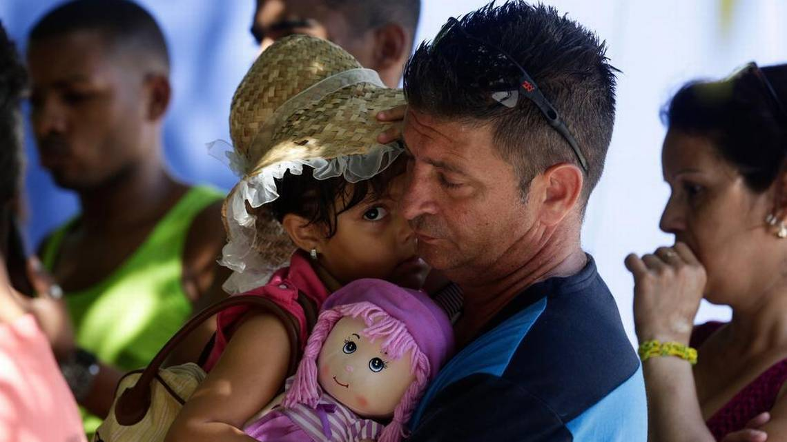 Una treintena de cubanos pide refugio en Panamá, otros miles siguen su ruta hacia EE.UU.