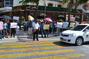 21puntaMaestros se manifestaron en Zona Hotelera (17)
