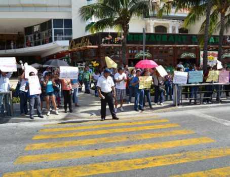 21puntaMaestros se manifestaron en Zona Hotelera (21)