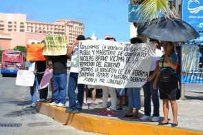 21puntaMaestros se manifestaron en Zona Hotelera (39)
