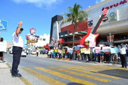 21puntaMaestros se manifestaron en Zona Hotelera (53)