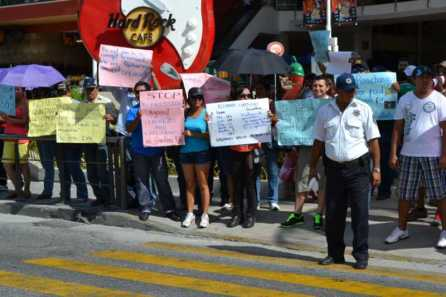 21puntaMaestros se manifestaron en Zona Hotelera (56)
