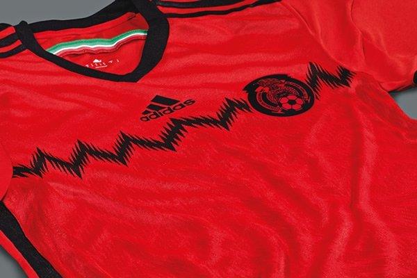La Selección Mexicana tiene listo el uniforme alternativo con el que jugará  la Copa del Mundo de Brasil 2014. Como ya se había filtrado a través de las  ... 9736c887e204d