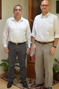 El procurador Carlos Arturo Alvarez Escalera con el cónsul general de Estados Unidos, David José Micó.