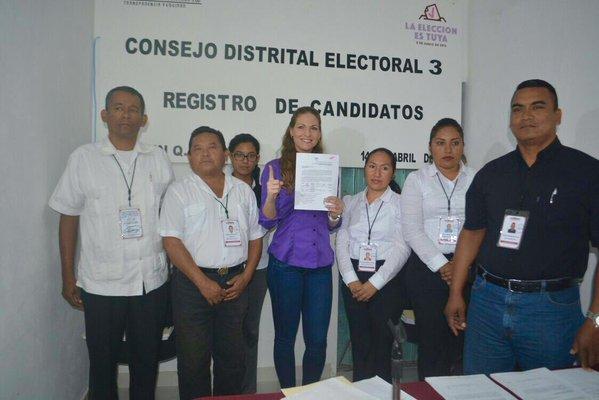 Niurka Sáliva, esposa de Gregorio Sánchez, fue inscrita como candidata a la diputación local por el Distrito 03.