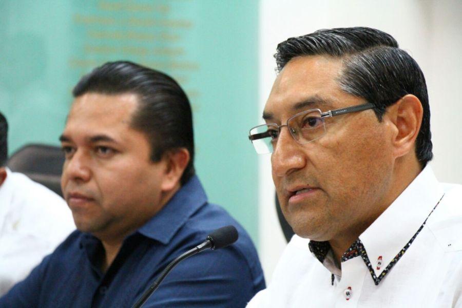 El diputado Emiliano Ramos y Juan Vergara, secretario de Sefiplan.
