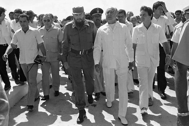 Fidel Castro en Cozumel con José López Portillo, ex presidente mexicano, y Pedro Joaquín Coldwell, ex gobernador de Quintana Roo.