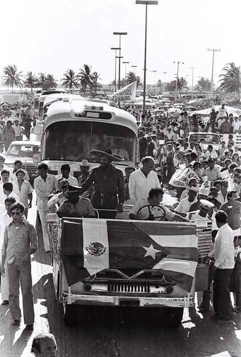 Fidel Castro en Cancún junto con el ex presidente mexicano José López Portillo. (Foto: Jorge González Durán)