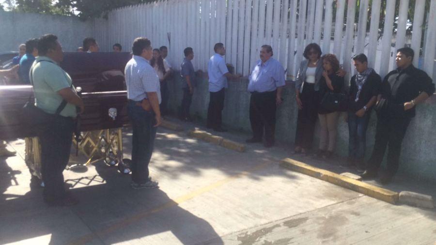 El Fiscal Miguel Ángel Pech Cen estuvo presente en el homenaje de cuerpo presente de Humberto Mora Ochoa, el agente abatido durante el ataque de ayer a las instalaciones de la corporación.