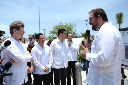 Cancún.- Con la presencia del secretario federal de turismo, Enrique de la Madrid Cordero, autoridades federales, estatales y municipales se dio por inaugurado el parque público Playa Langostas.