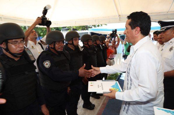 Carlos-Joaquin-Policias2