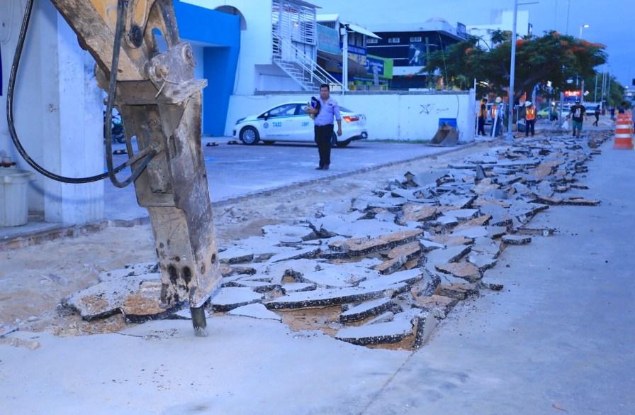 CONSTRUYE GOBIERNO DE SOLIDARIDAD GUARNICIONES Y BANQUETAS EN AVENIDA JUÁREZ-1