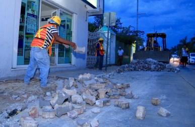 CONSTRUYE GOBIERNO DE SOLIDARIDAD GUARNICIONES Y BANQUETAS EN AVENIDA JUÁREZ-2