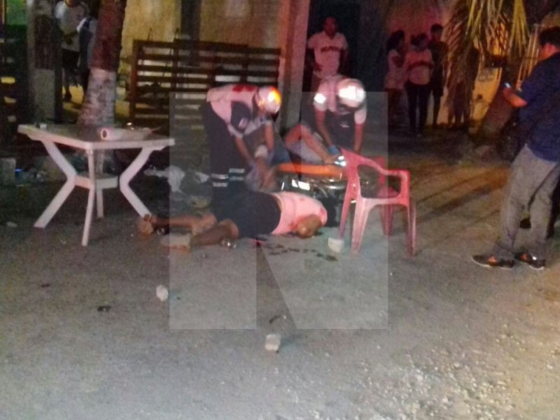 BALEAN A UNA PAREJA EN LA REGIÓN 104: Muere la mujer y el esposo es llevado al hospital en jornada de domingo sangrienta en Cancún