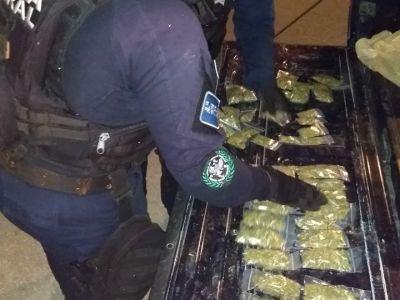 Detienen a cuatro, decomisan medio kilo de marihuana y dos pistolas durantes tres operativos de la policía en Cancún