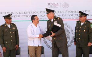 Entrega del título de propiedad de la sede de la X Brigada de l