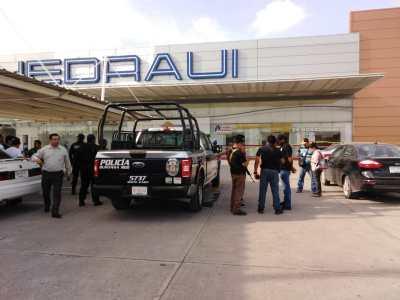 ASALTAN CASA DE EMPEÑO; DETIENEN A POLICÍA EN ACTIVO: Confirman que un agente participó en atraco en la Multiplaza Chac-Mool en Cancún
