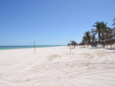 AFLOJAN RESTRICCIONES EN YUCATÁN: Con 20 mil 659 casos positivos de COVID-19, anuncian apertura de las playas