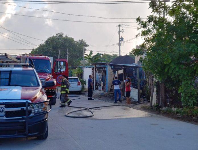 Arden dos palapas en la Supermanzana 234 de Cancún; hay un hospitalizado -  Noticaribe