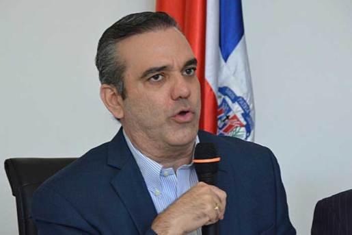 Abinader llama al país a trabajar con sentido de comunidad